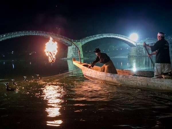 夏の風物詩・錦帯橋う飼。間近で見ることのできるのは錦川だからこそ!ぜひご覧になってみてください♪
