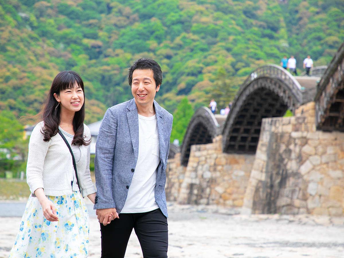 当ホテルから名橋・錦帯橋までは徒歩2分♪チェックイン後からの観光でも、ゆっくりお楽しみいただけます