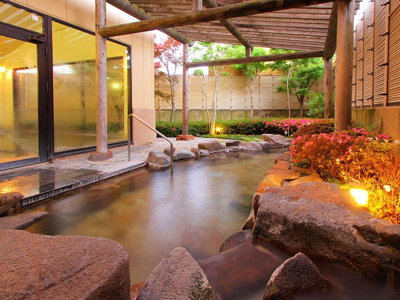 露天風呂 「月宵の湯」 敷地内から溢れ出る自家源泉