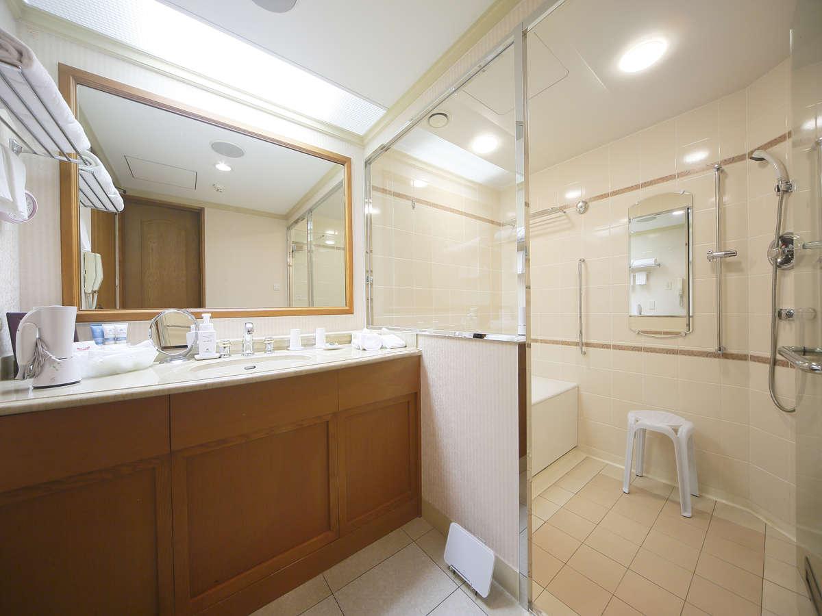広々とした洗い場付き。自慢のバスルームです。