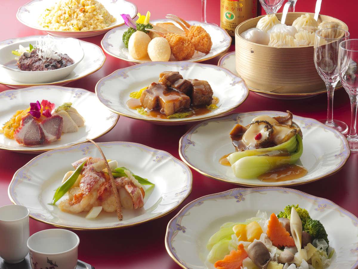 【中国料理 翡翠苑】飲茶セット。お好みの3品を選んでお楽しみくださいませ。