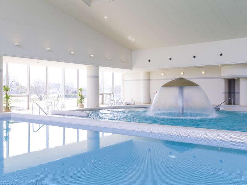心と体を癒す充実した温水プール施設