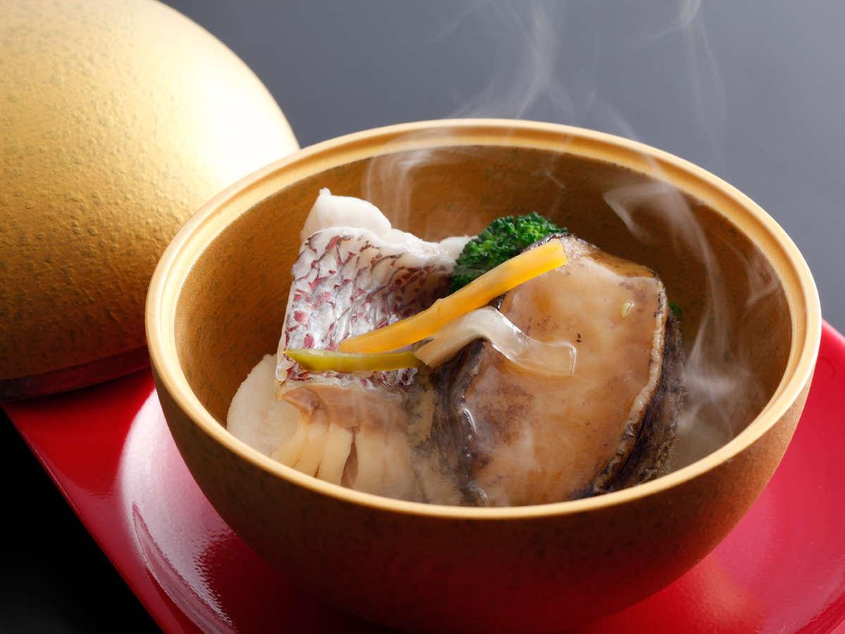 締まったその身に栄養を蓄えて上質な脂を纏った秋の風物詩「紅葉鯛」を使った料理≪料理イメージ≫