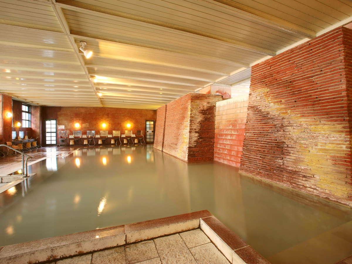 大浴場・白旗源泉は10軒ほどの老舗旅館しか引湯出来ません。なめらかな浴感・湯の華豊富で温泉通も絶賛!