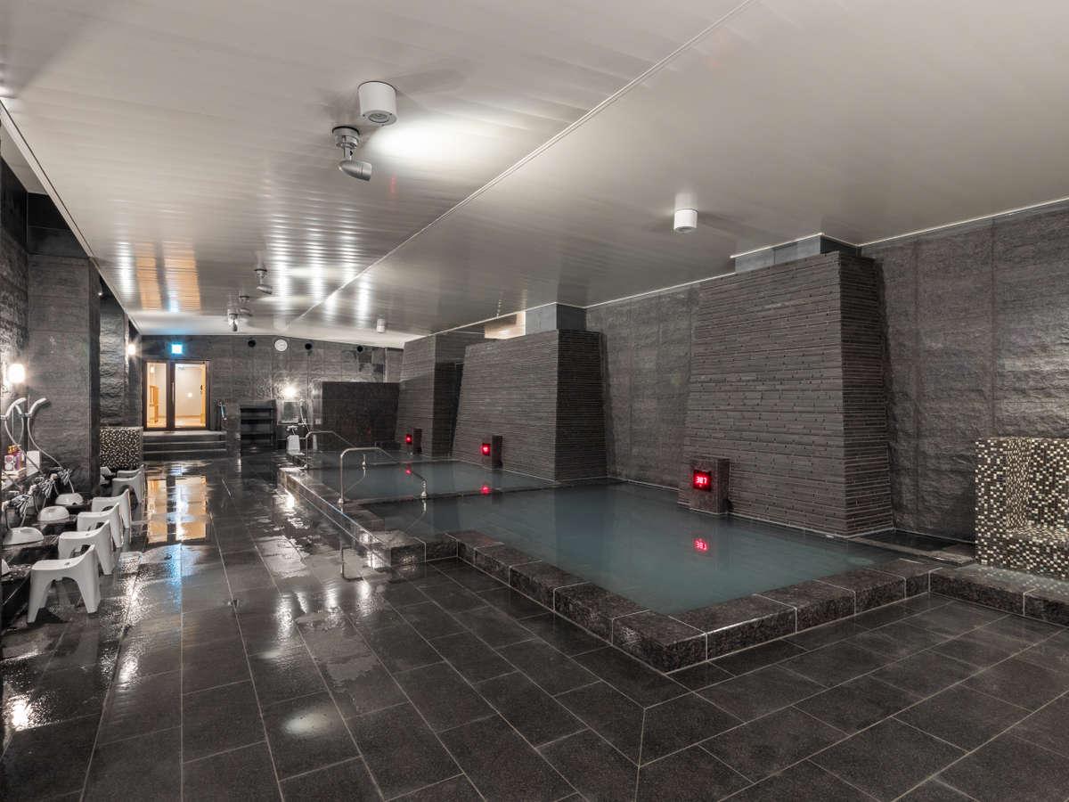 大浴場『石殿』草津温泉の宿の中でも湯畑周辺の10軒ほどの宿しか使用できない、希少な『白旗源泉』。
