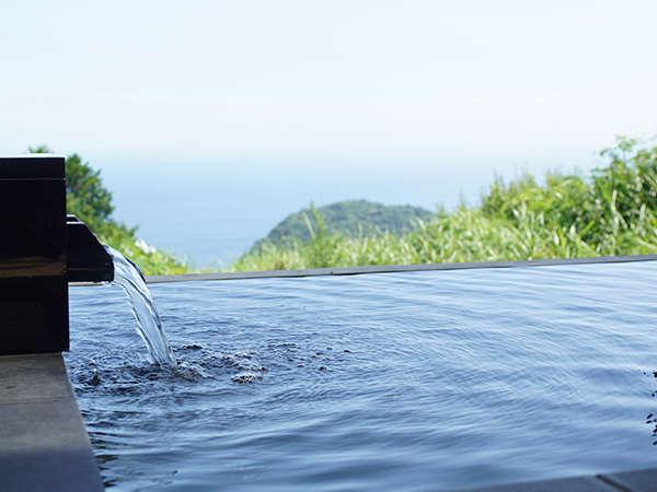眼前に広がる相模湾を眺めながらの湯浴みが出来ます。