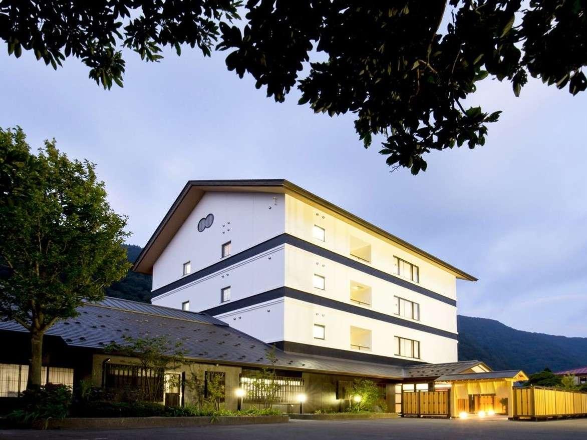 最上川を愛した若山牧水ゆかりの旅館「滝沢屋」をリノベーションした「紅-BENI-」