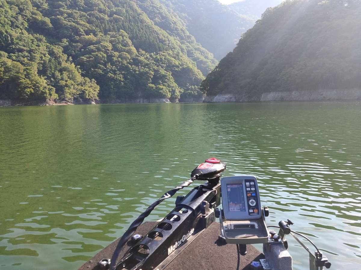 津久井湖ではボート釣りも楽しめます。