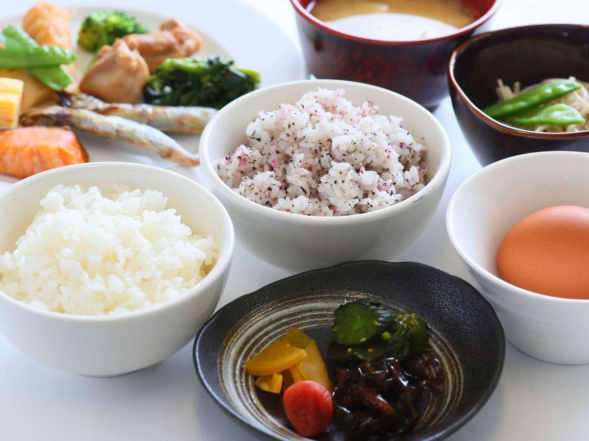 【朝食】和洋食ビュッフェ形式でご提供しております(盛付イメージ)