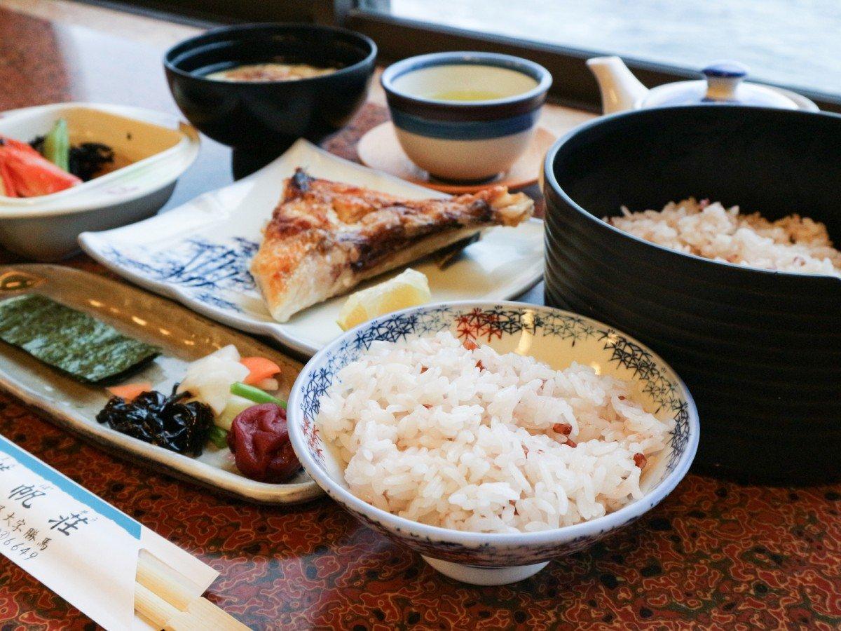 *【お料理】朝は古代米、お魚、小鉢など健康的なメニュー★
