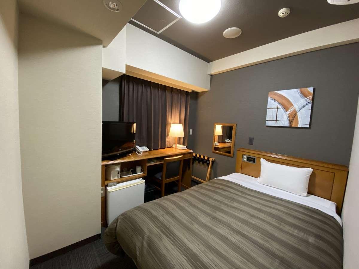【シングルルーム】ベッド_120×196(cm) 全室無料インターネット回線完備