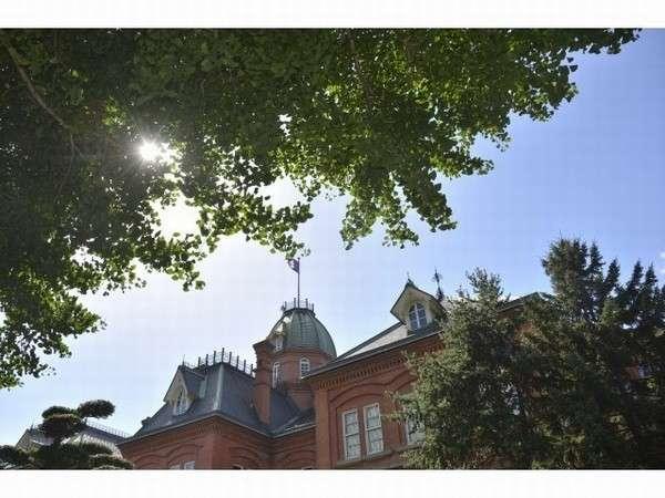 【北海道赤レンガ庁舎 (夏)】北海道の象徴的存在