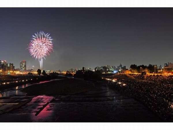 【豊平川花火大会 (夏)】約4000発の花火が札幌の夜空を染める花火大会