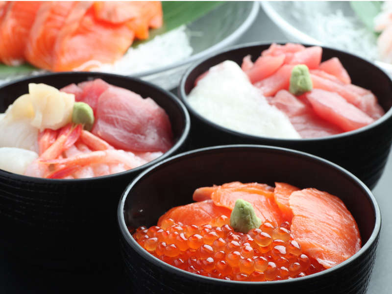 【朝食】お好きな海鮮を盛り合わせてオリジナルの海鮮丼を♪