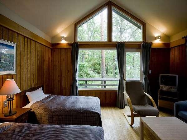 天井が高く、窓も大きめに作ってますので、開放感たっぷりです。