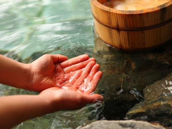 お湯は単純泉・無色透明です。柔らかくお肌はツルツルになります。