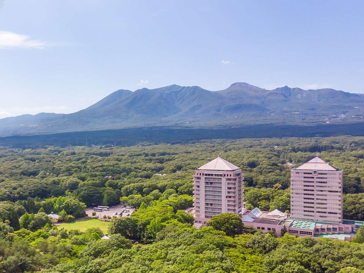★ホテル外観★広大な森の中に聳え立つツインタワーが目印!