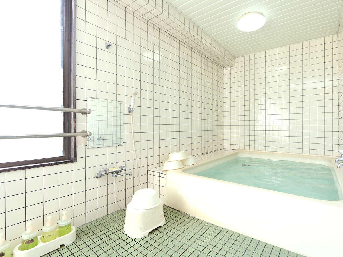 館内に2カ所ある共同浴場。利用時間:17:00~23:00