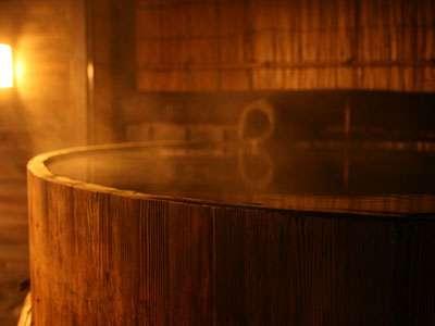 *趣のあるみそ樽露天風呂。貸切も可能です♪