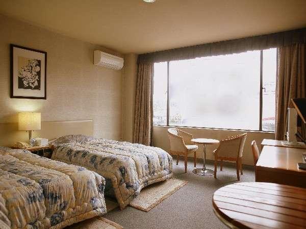 洋室ツインタイプです。お部屋は広々♪高山観光の後はゆっくりとお過ごしください(一例)