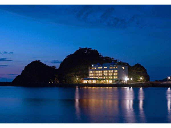 奄美山羊島ホテルは繁華街まで5~6分の距離にある、豊な自然に囲まれた名瀬で唯一のリゾートホテルです。