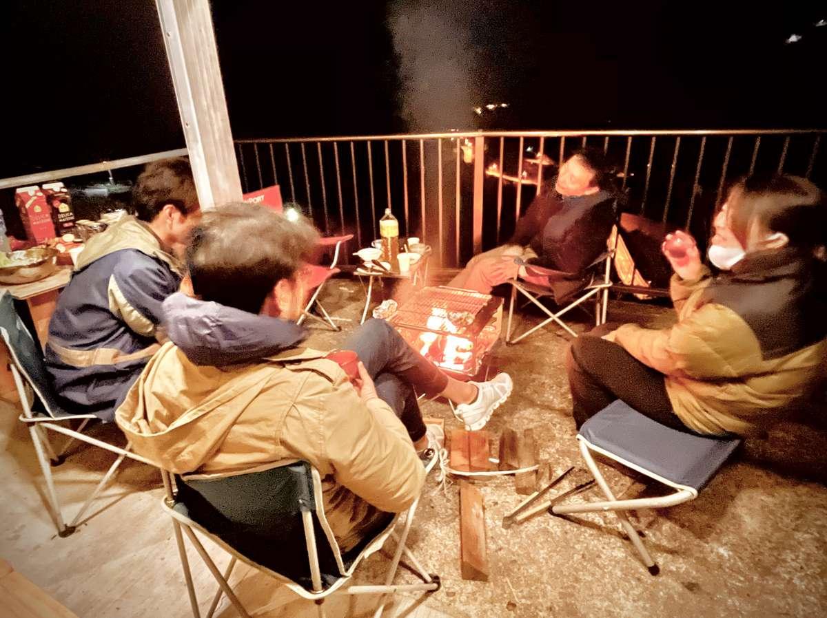 いつもの仲間やご家族で火を囲みながら団欒するのもオススメです。
