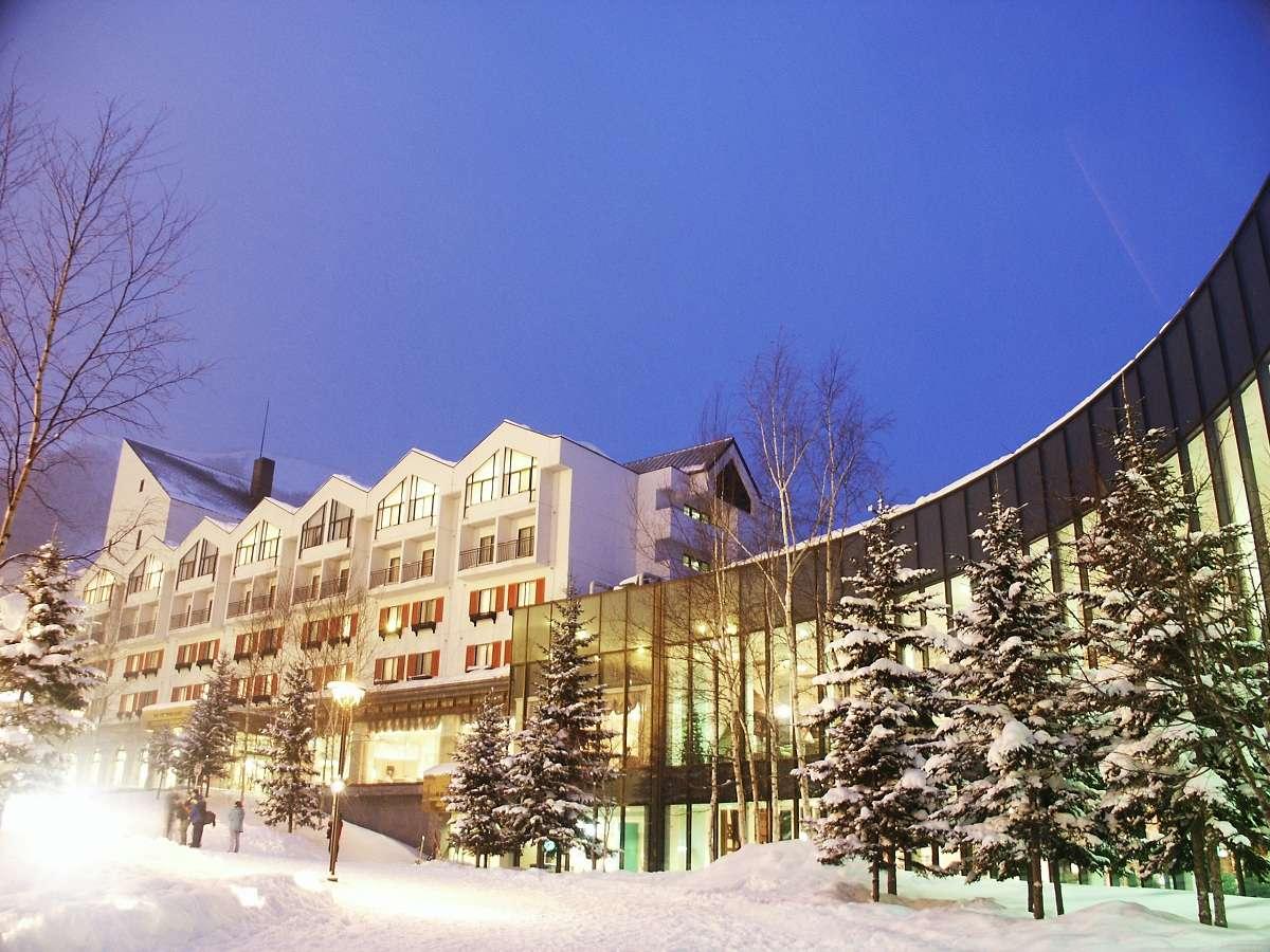 ■【ルスツリゾートホテル&コンベンション】冬外観