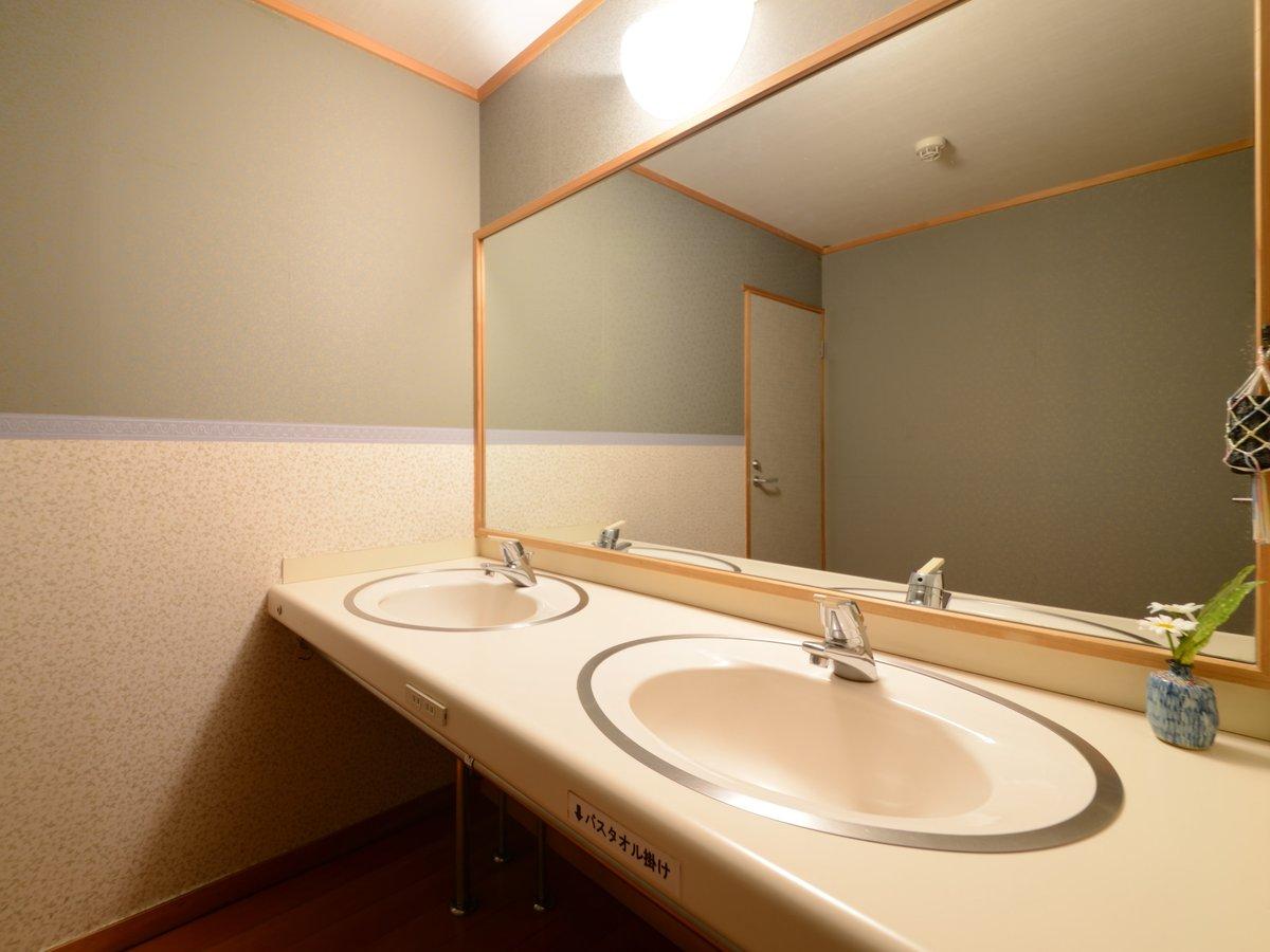 別館北の丸和室では洗面台を2つご用意しております 特に女性から出発前に重宝されます