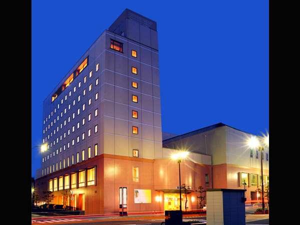 浜田駅徒歩3分。石央文化ホールに隣接します。9階建のピンクの建物が目印です。