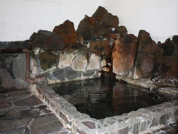 体の芯まで温まる岩風呂