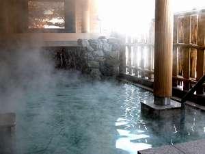 合掌造りや清流を望む絶景の露天風呂