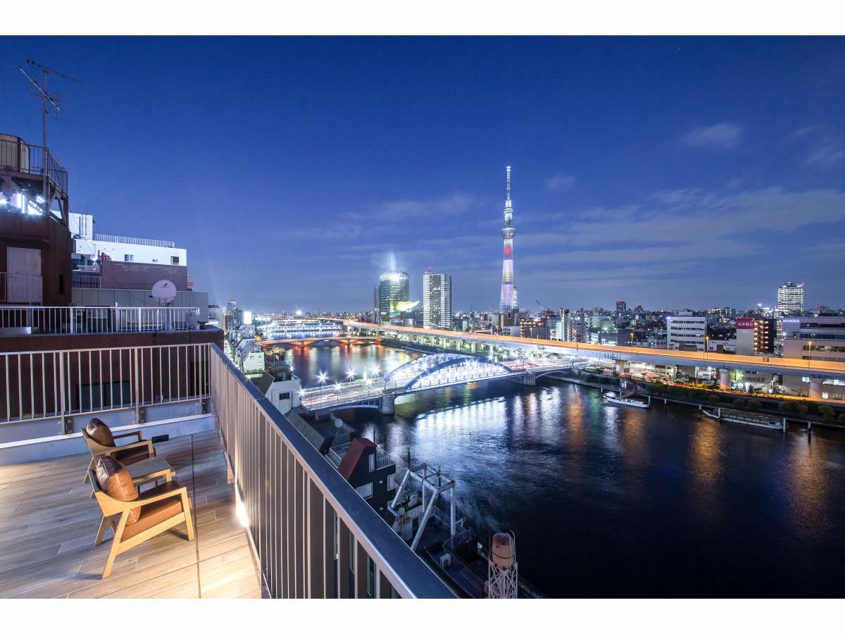 屋上からの夜景です。ご宿泊の皆様はいつでもこの眺望をお楽しみいただけます。