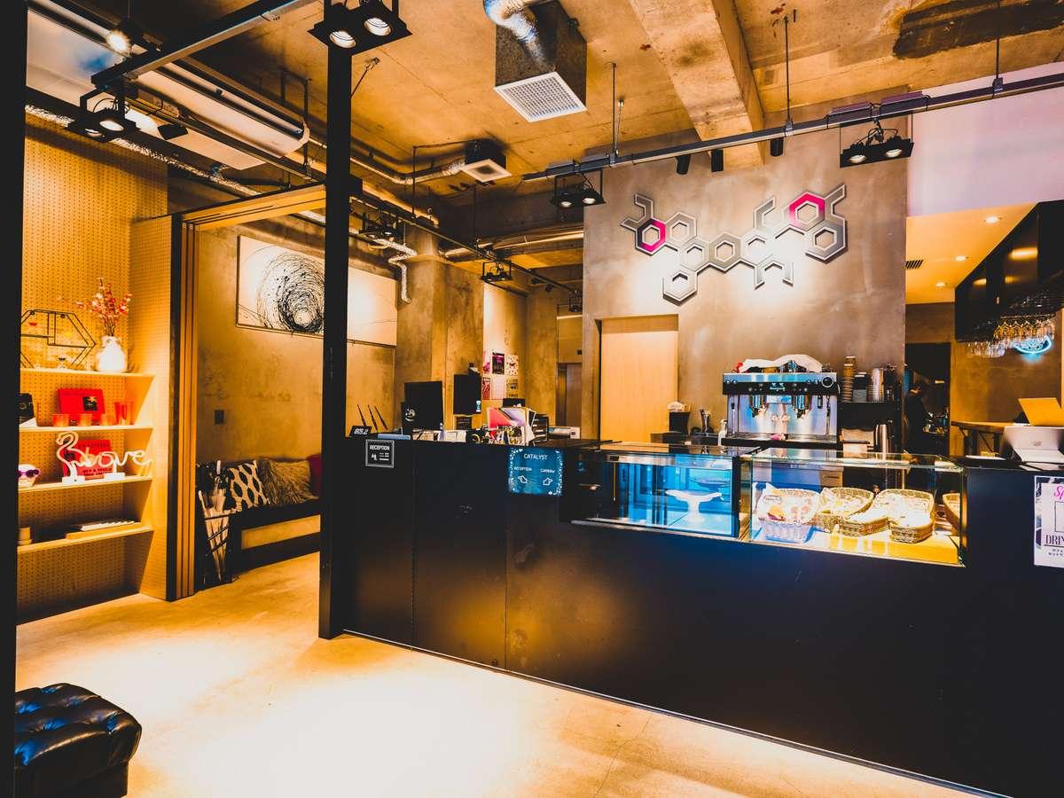 cafe&bar併設のフロント