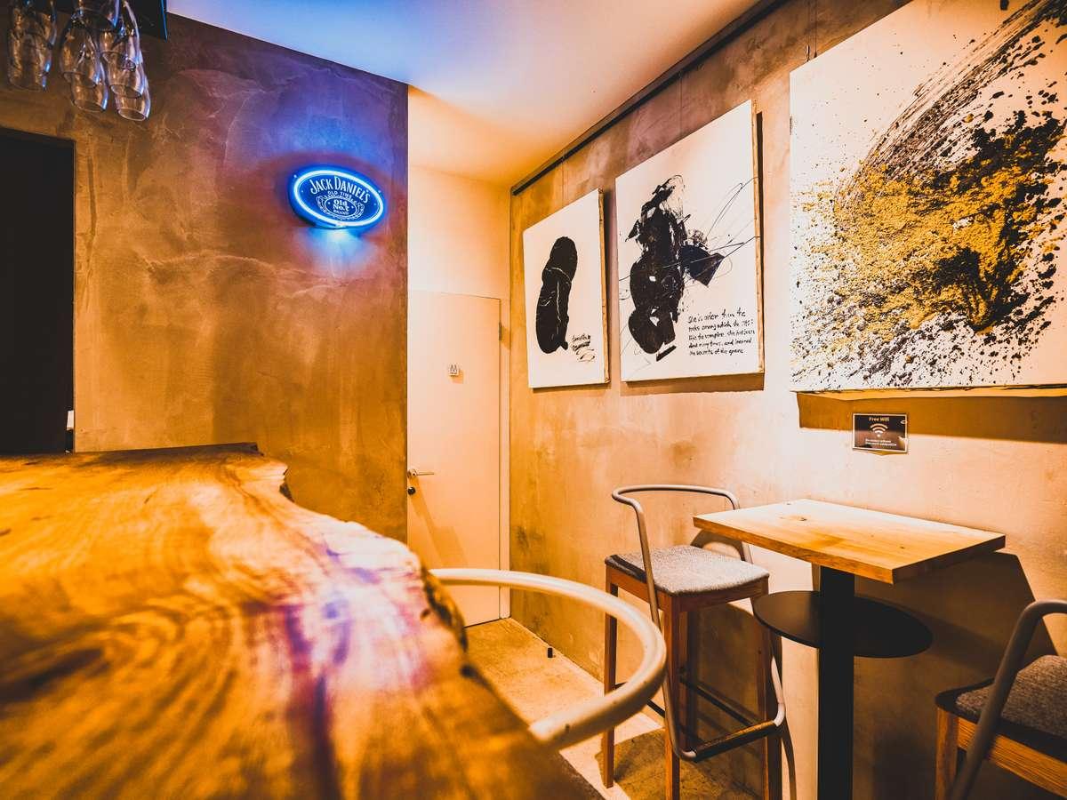 モダンなcafe&bar