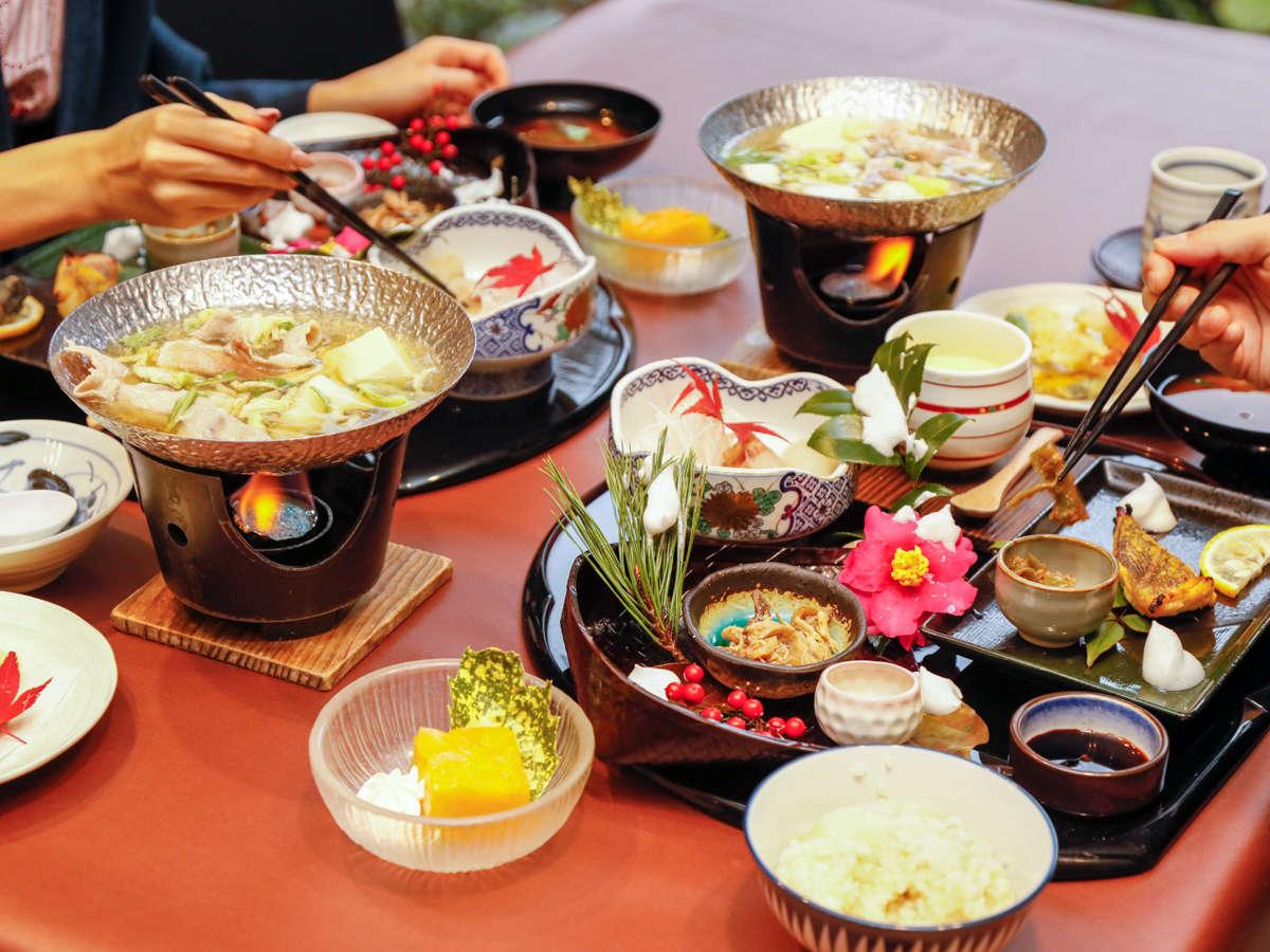 【ご夕食】道後名物「鯛めし」をはじめとした料理長厳選の「和会席コース料理」をお楽しみください