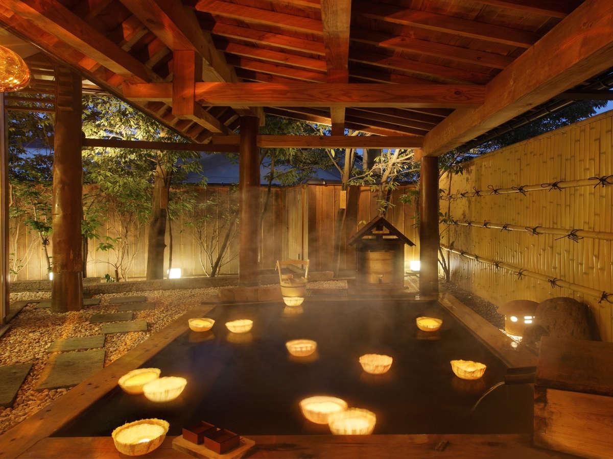 源泉かけ流しの露天風呂。花明りが浮かべばまさに幻想的(イメージ)