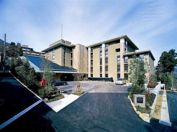緑豊かな強羅の森に佇む寛ぎのホテルです。