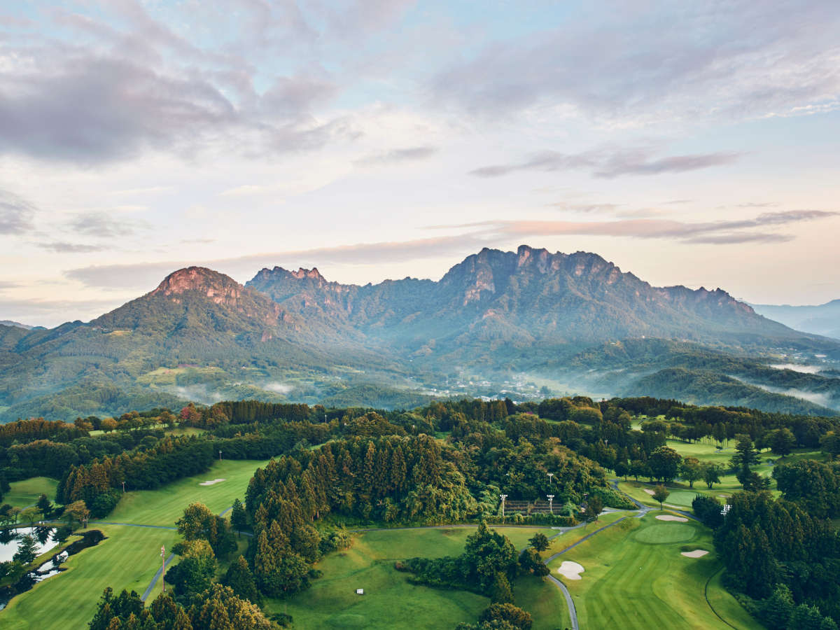 当ホテルからの妙義山眺望。日本屈指の奇景とあって、他では見られない大迫力です。