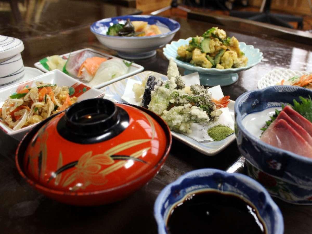 島の食材を利用した郷土料理夕食(一例)