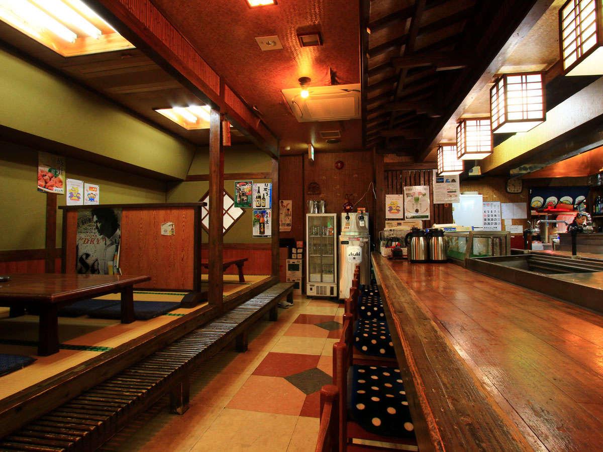 併設の居酒屋「今年も豊作」島の郷土料理が楽しめます。23時までの営業です。
