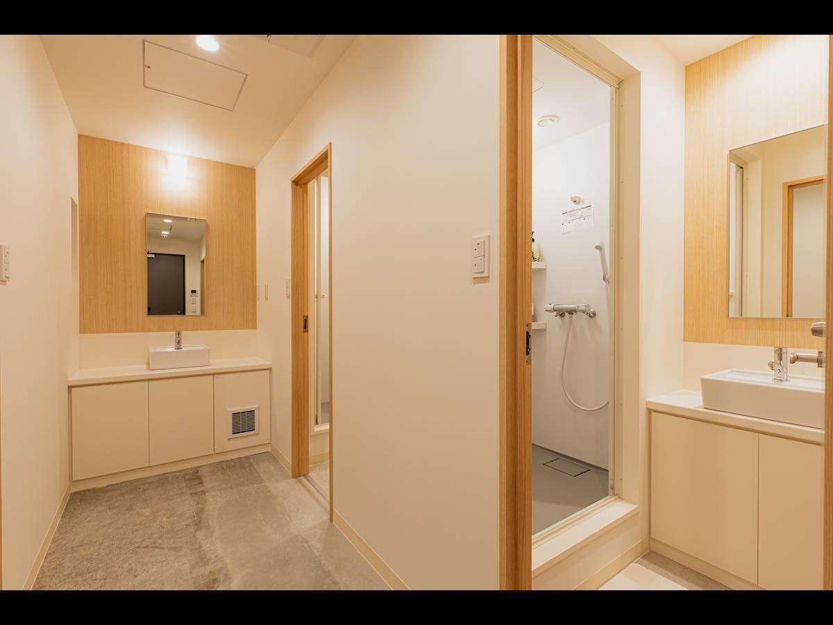 女性専用ドミトリー内シャワールーム
