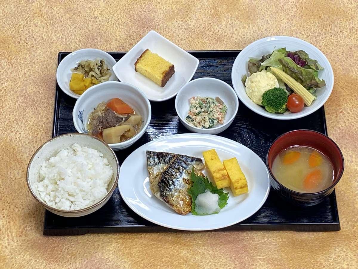 【和朝食例】小鉢、焼き魚は日替わり  ※ごはん、味噌汁のお替りはお声かけください