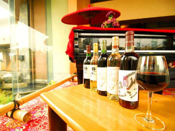 *<「和音と温楽の夕べ」>音楽と山梨県産ワインを(500円)でお楽しみいただけます。(開催は不定期)