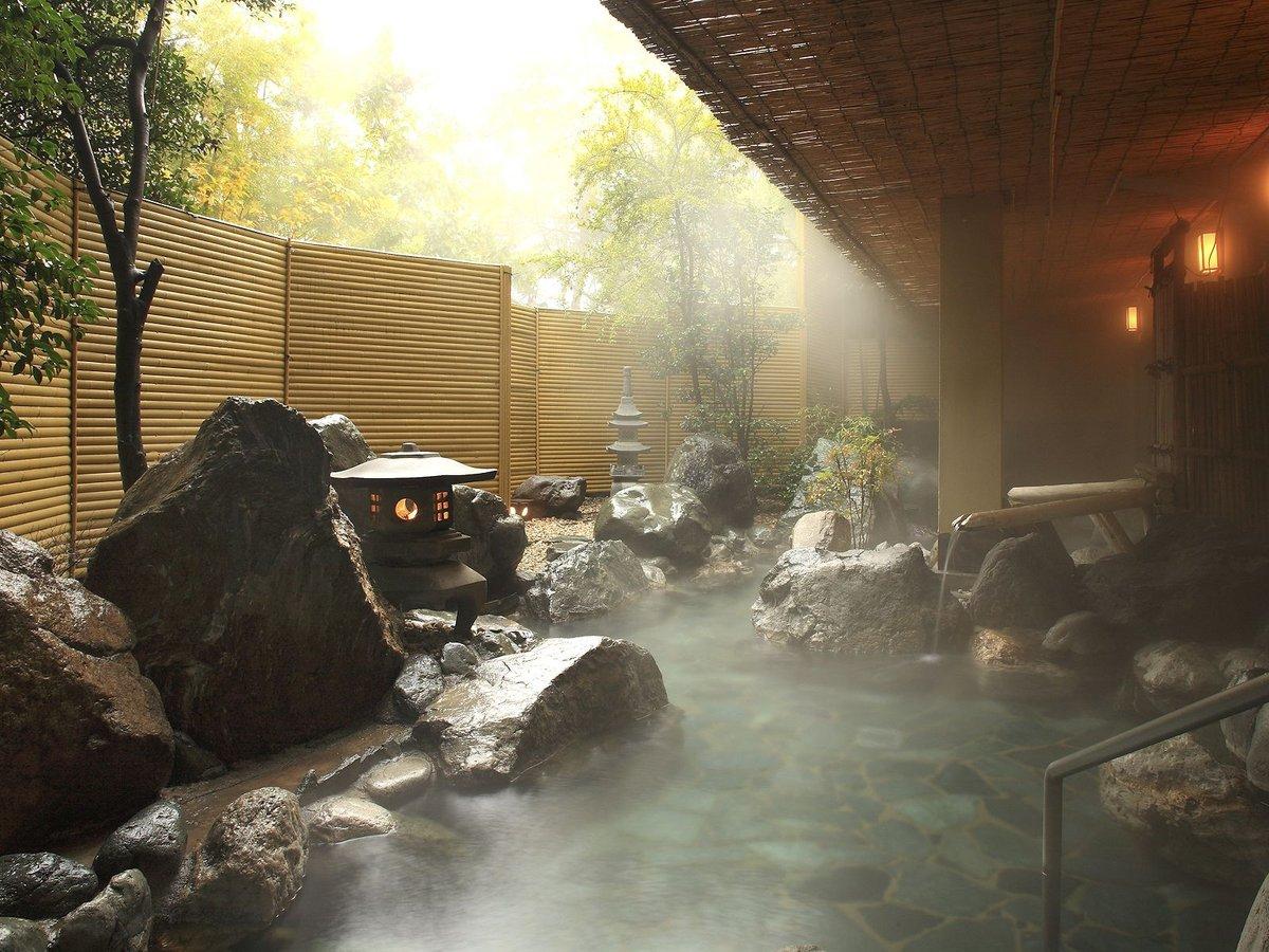 湯音も心癒される岩大露天風呂「六花仙」