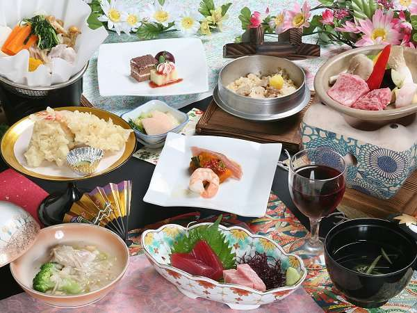 地場の素材・旬の食材をふんだんに使ったこだわりお料理の数々をお楽しみ