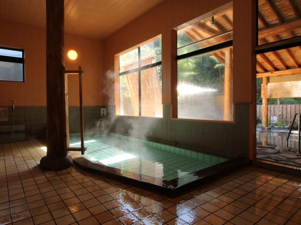 女性用日本有数の総檜造りの内湯