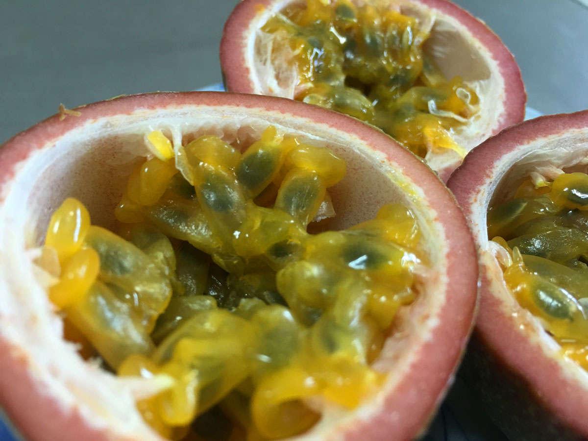 *[島食材一例]甘い匂いを放って夏の訪れを告げる♪パッションフルーツ