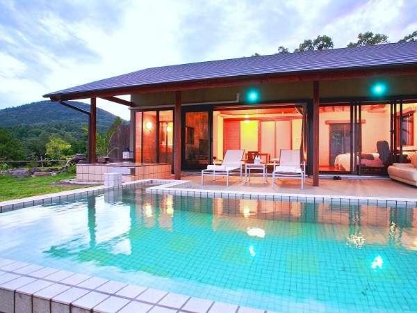 開放的な薩摩ヴィラLタイプ。露天風呂で温まったら温泉水プールへ♪