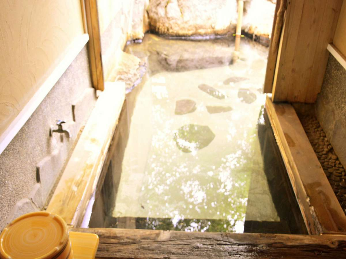 全室に客室露天風呂が備わる