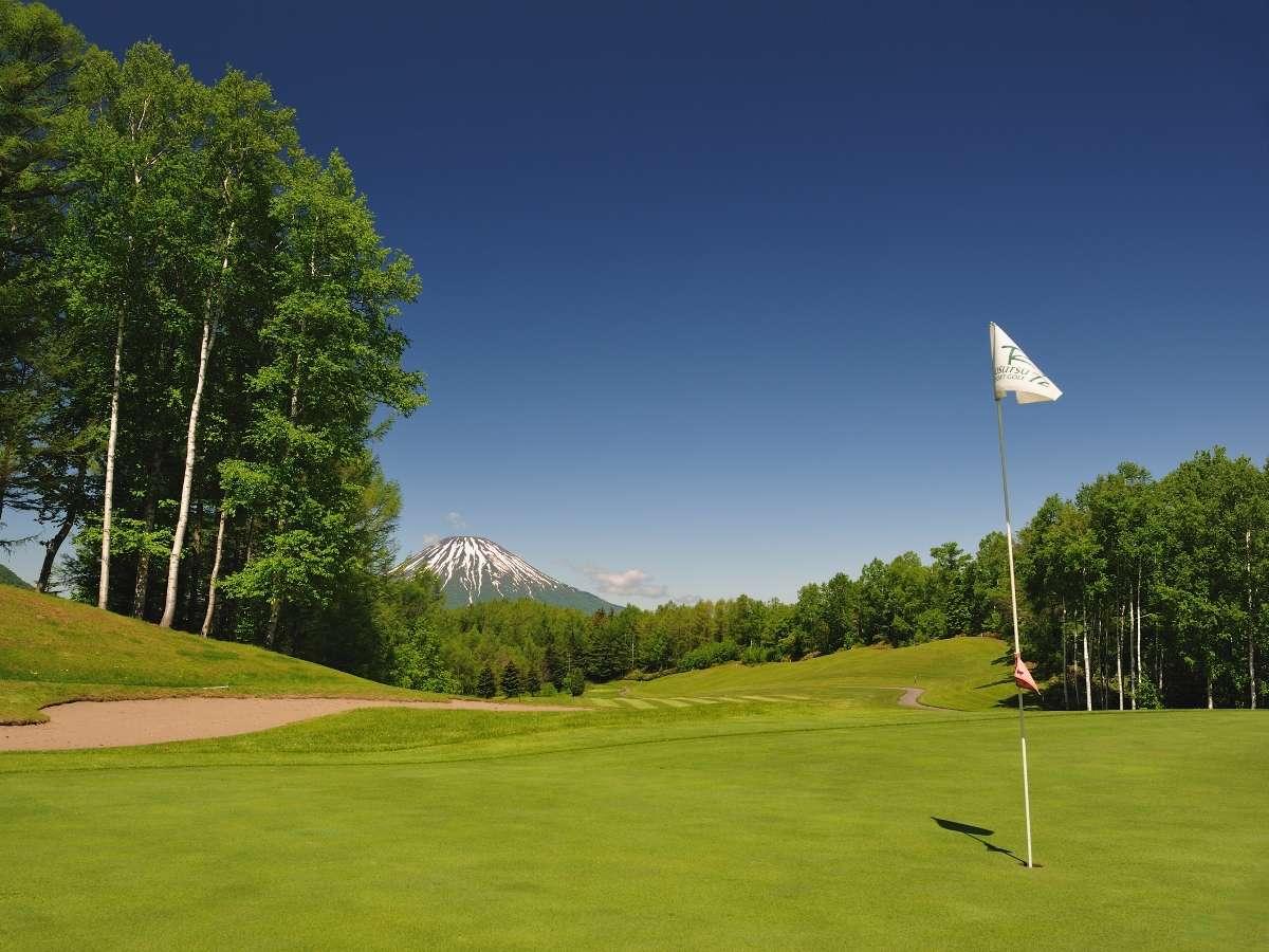 ■Summer Shot:4コース72ホールが揃うルスツリゾートゴルフ72。大自然とともに高原リゾートを。